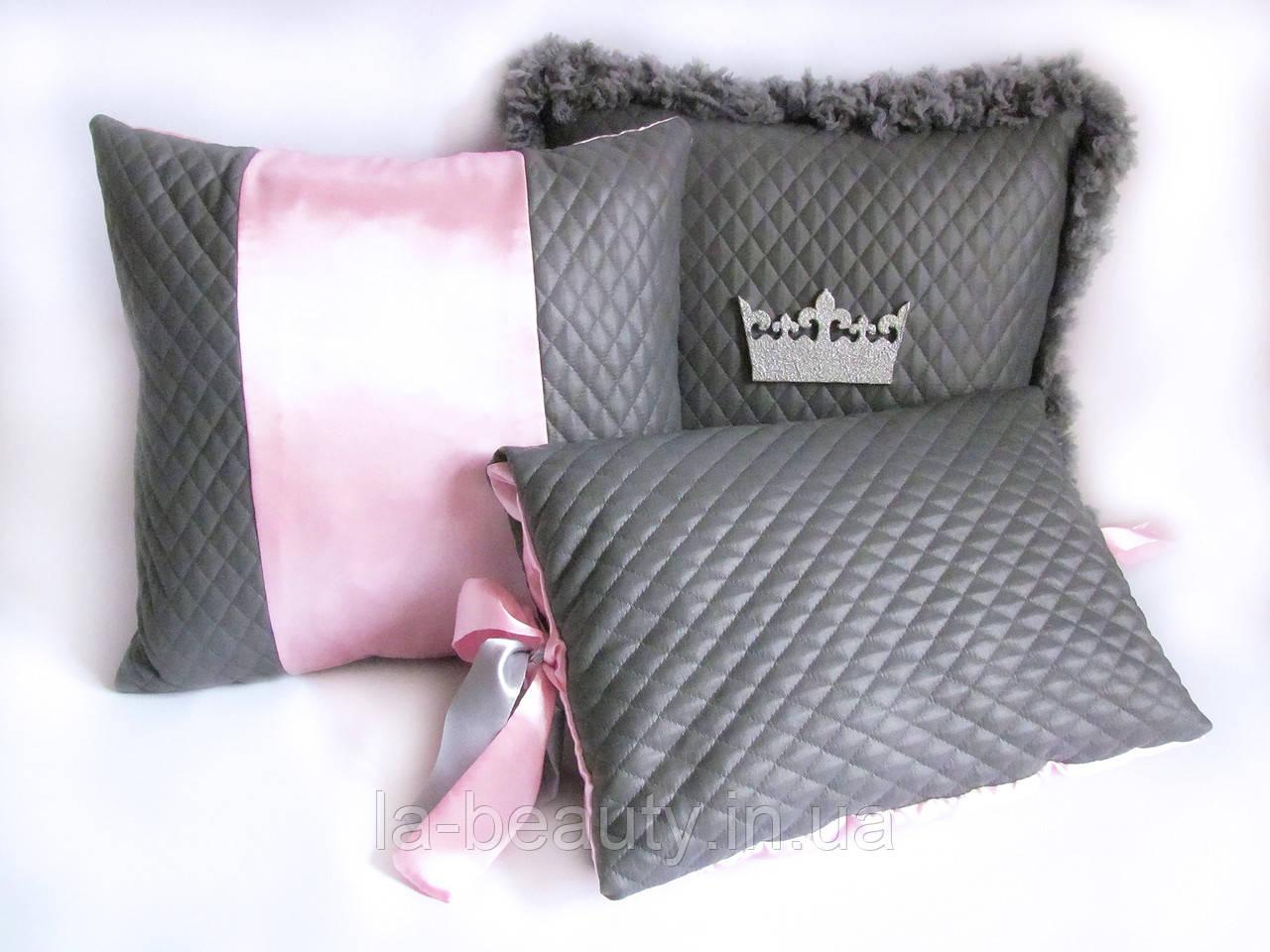 Коллекция декоративных подушек Серебряная корона современности