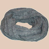 Вязаный зимний шарф-снуд серебристо-серого цвета