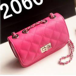 Женская маленькая сумочка на цепочке розового цвета