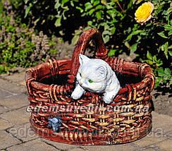 Садовая фигура Корзина с котенком, фото 2