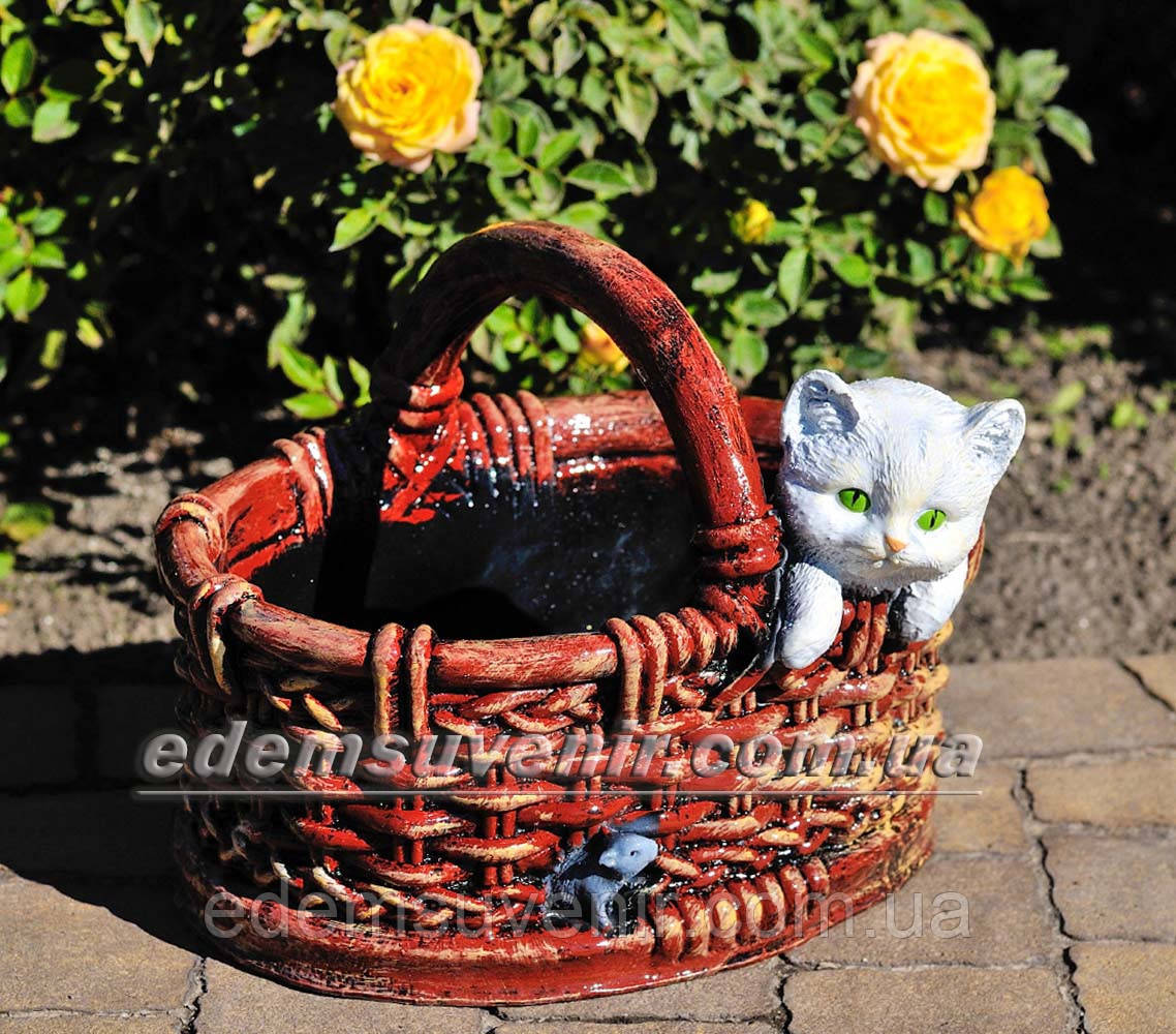 Садовая фигура Корзина с котенком