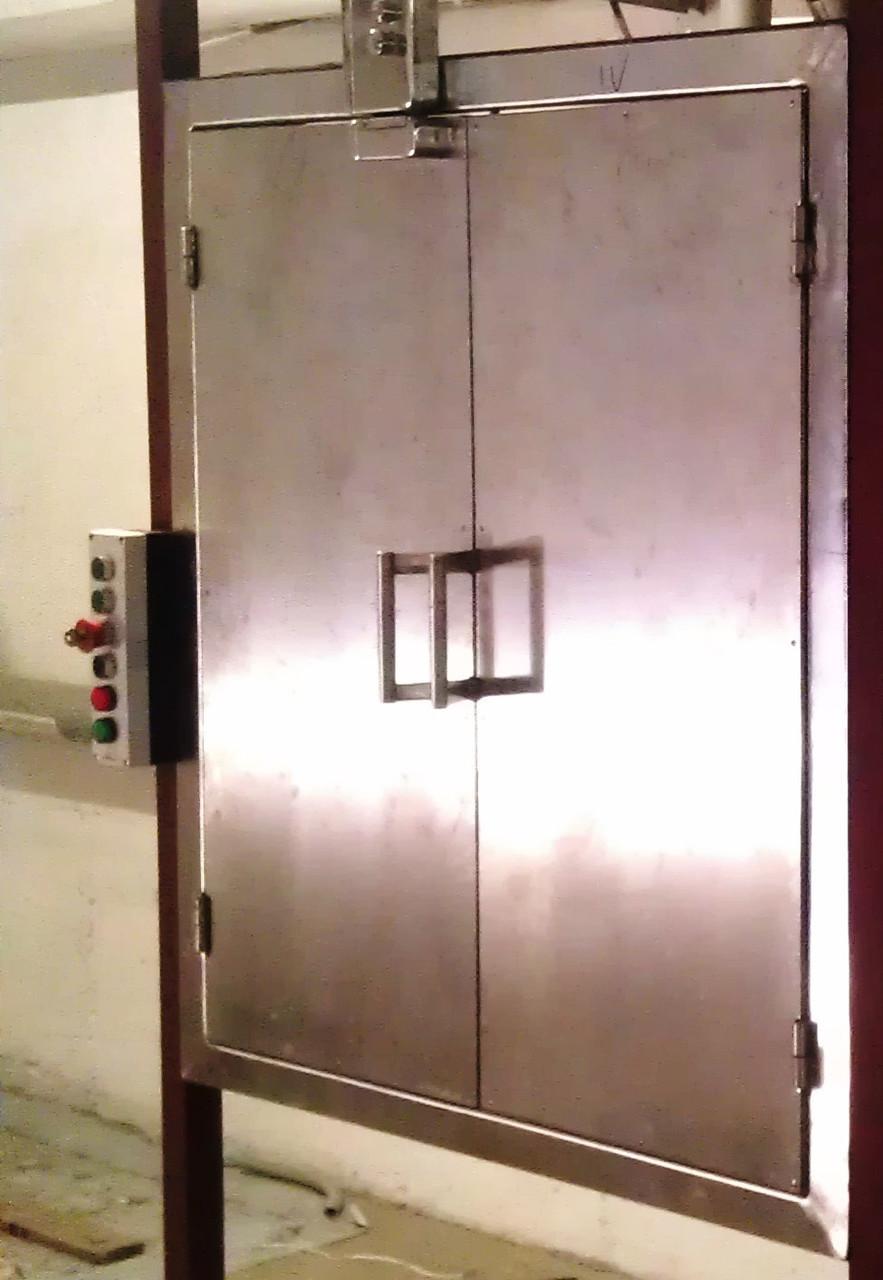 Подъёмник-лифт сервисный кухонный в кирпичной шахте под заказ.