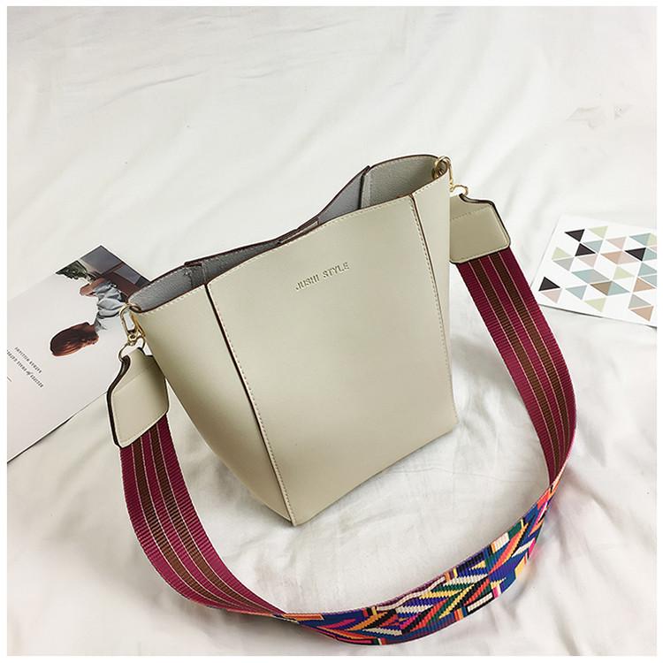 Женская сумка серая с цветным плечевым ремешком экокожа опт