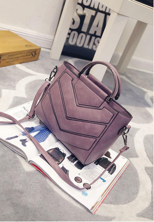 Жіноча сумка з ручками і ремінцем фіолетова
