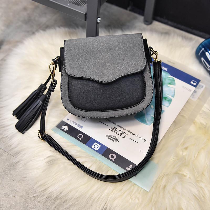 Женская сумочка маленькая серая с кисточками через плечо опт