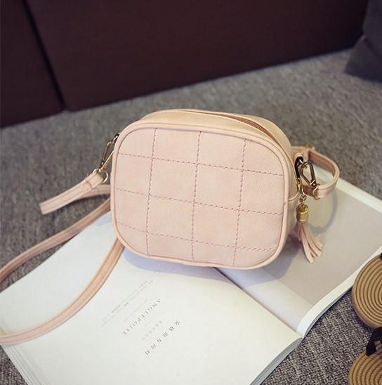 Женская маленькая сумочка через плечо из экокожи розовая