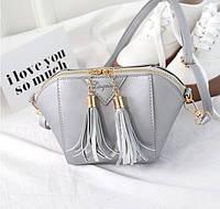 Женская сумочка маленькая через плечо с кисточками серебро