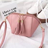 Женская сумочка маленькая розовая через плечо с кисточками