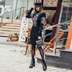 Платье вязаное Рябина черное с сиреневыми цветами
