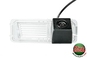 Камера заднего вида Phantom CA-35 + FM-13 (VW/Skoda/Seat)