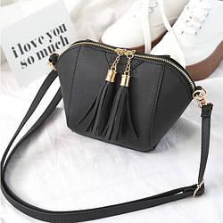 Женская сумочка маленькая черная через плечо с кисточками