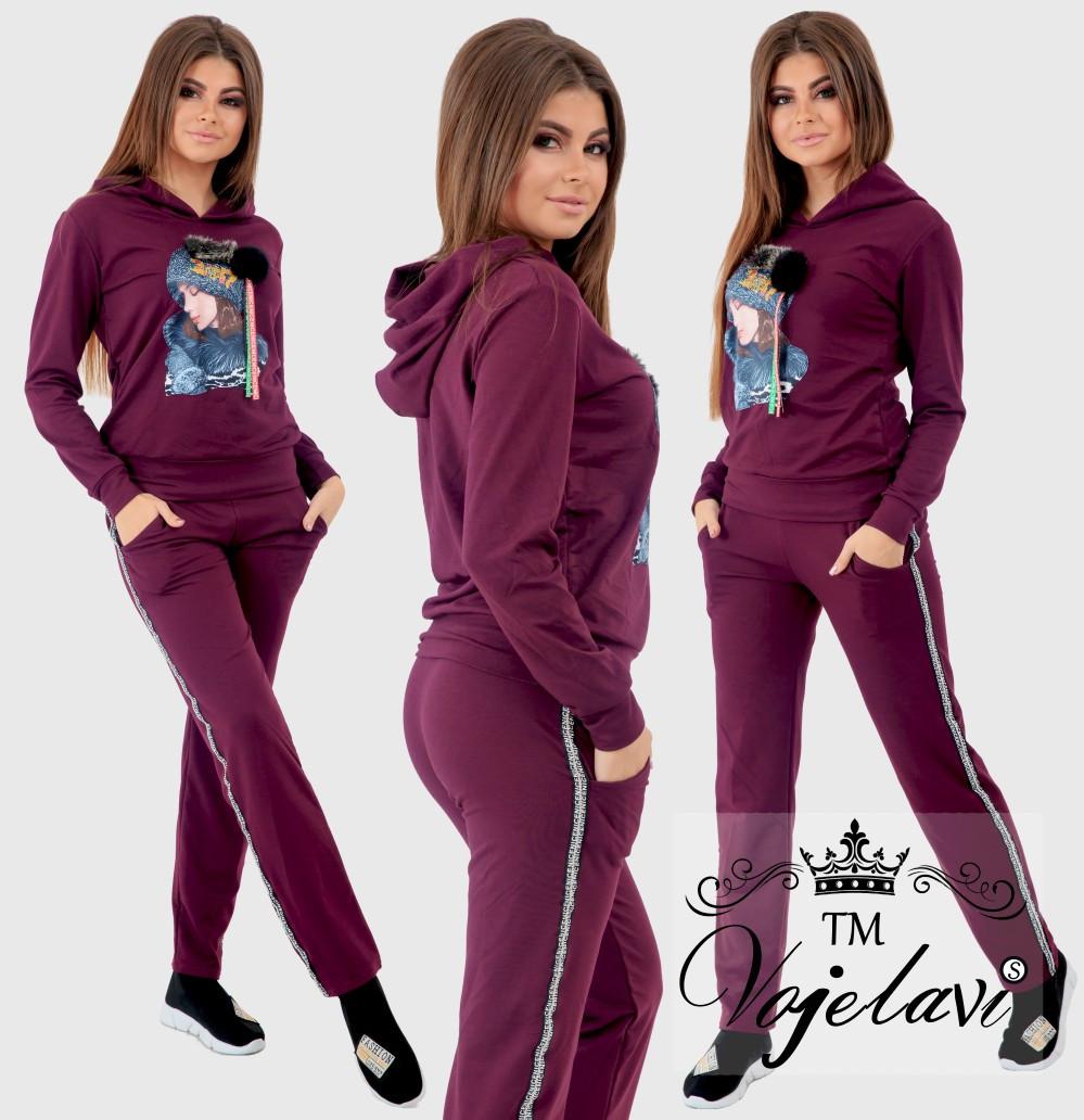 67107a7e8ff Женский спортивный костюм с аппликацией на кофте и репсовой лентой со  стразами на штанах 42