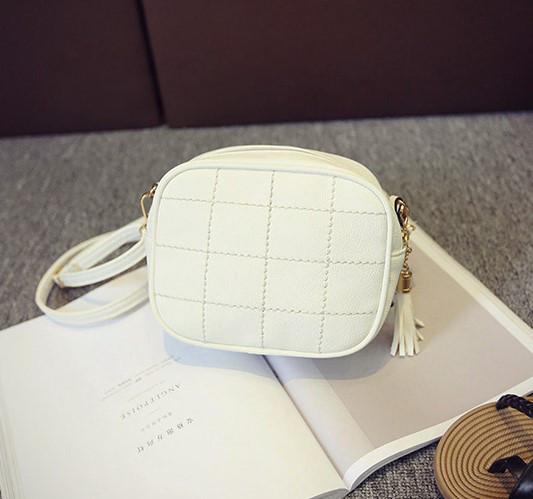 7f7ff6a945e4 Женская маленькая сумочка через плечо белая из экокожи опт купить по ...