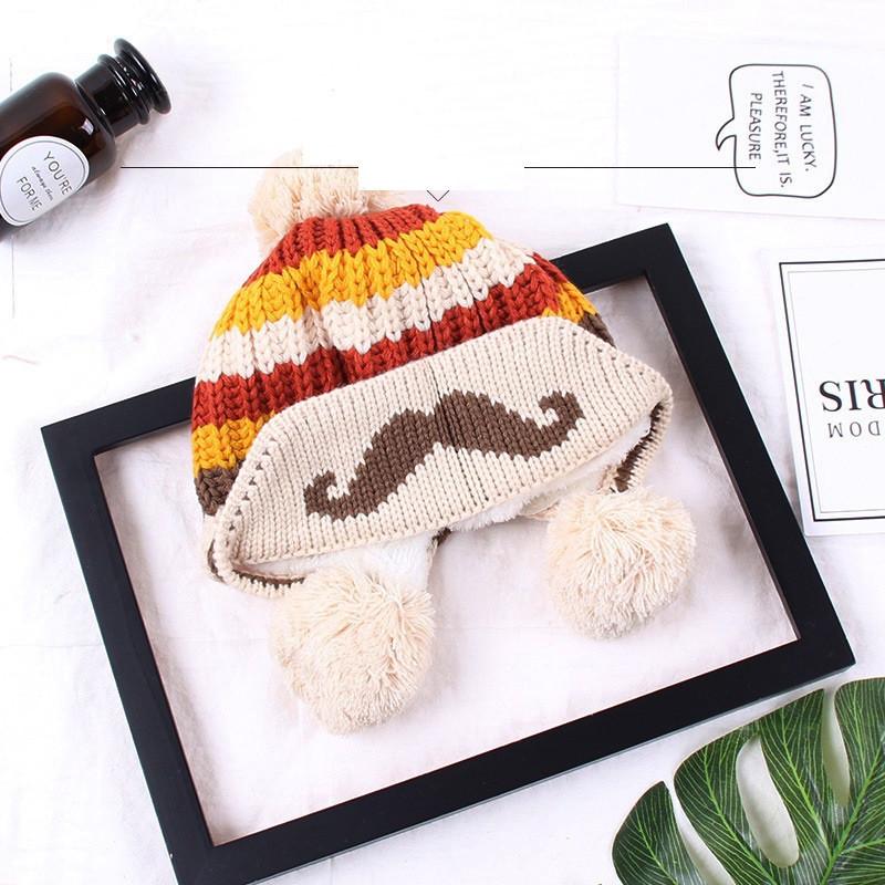 Зимняя шапка детская с помпоном бежевая