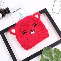 Зимняя шапочка для девочки с рисунком и ушками красная