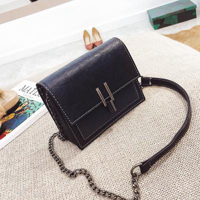 Женская сумочка маленькая синяя через плечо на металлической защелке