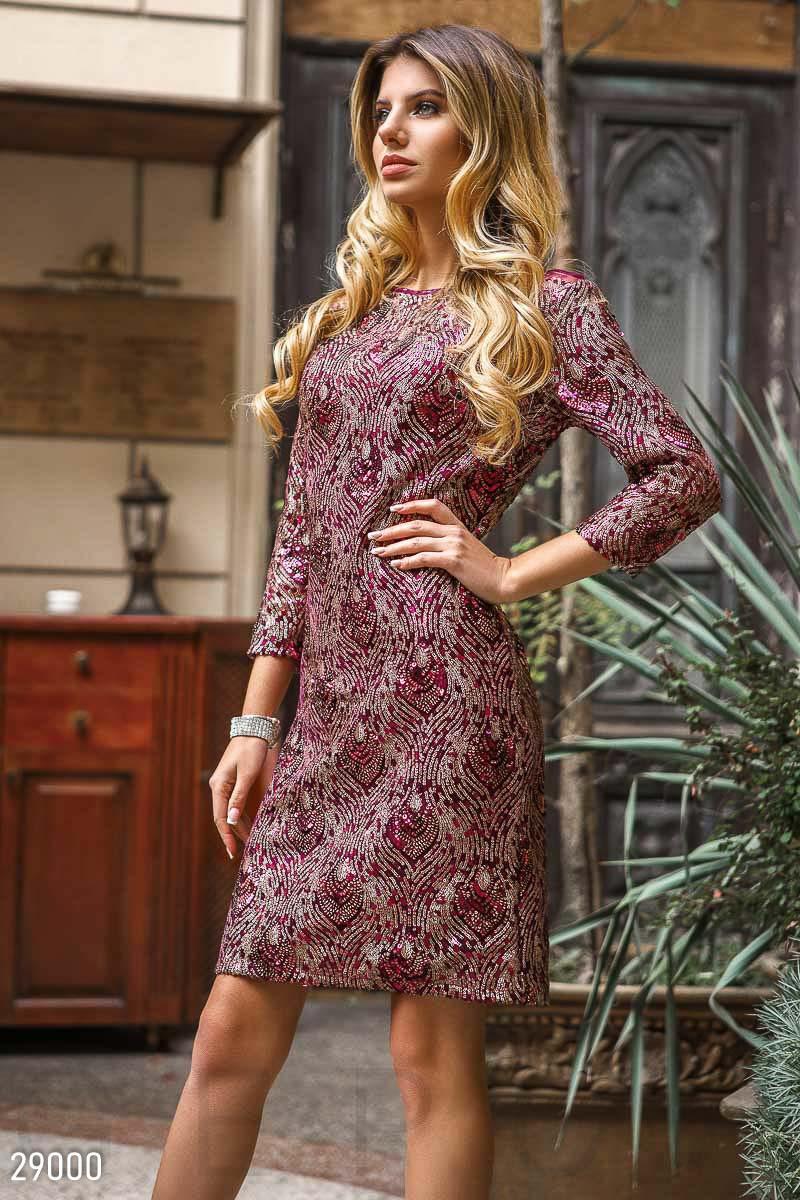 Эффектное вечернее платье фиолетового цвета с пайетками