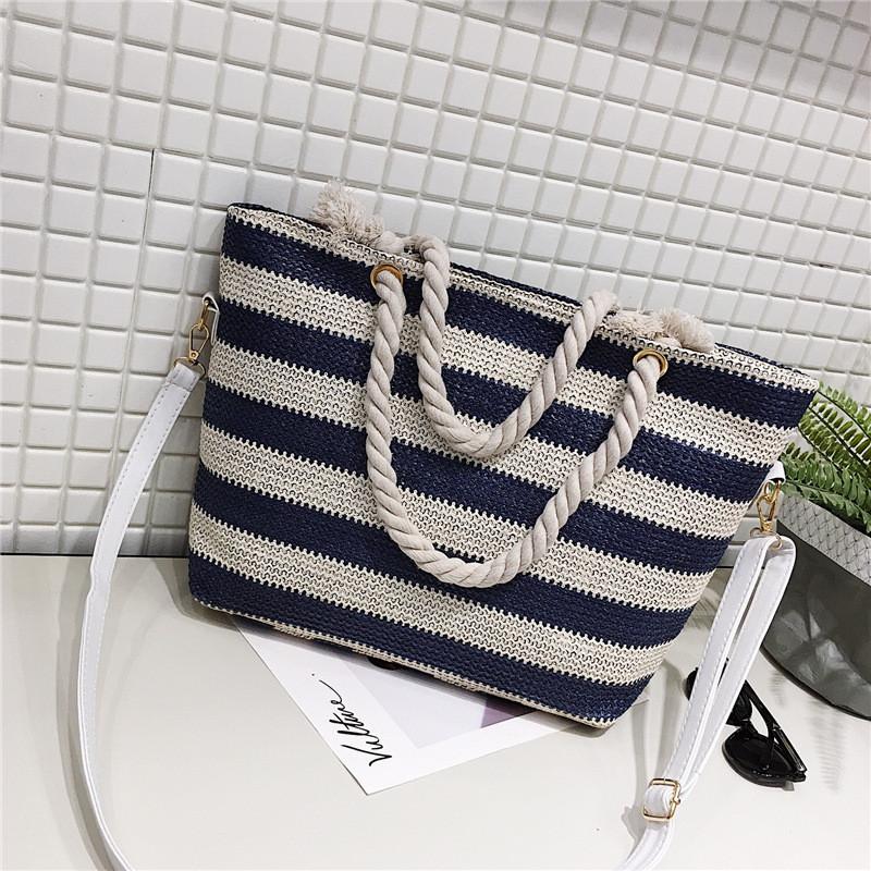 Женская сумка пляжная в синюю полоску с ручкой в виде канатной верёвки