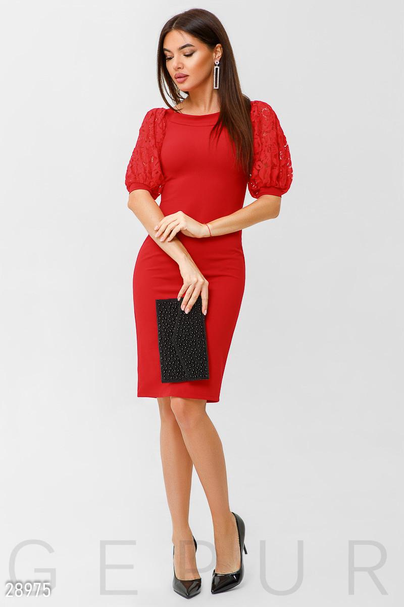 Облегающее красное платье с коротким рукавом фонарик