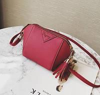 Женская сумочка маленькая бордовая через плечо с кисточками