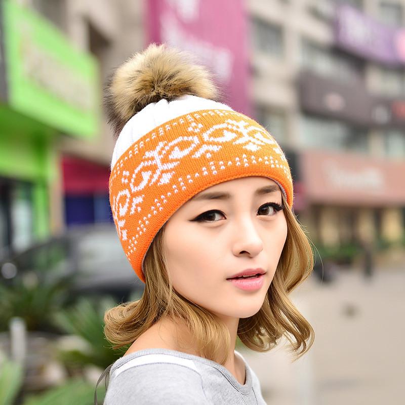 Зимняя женская шапка с помпоном оранжевая