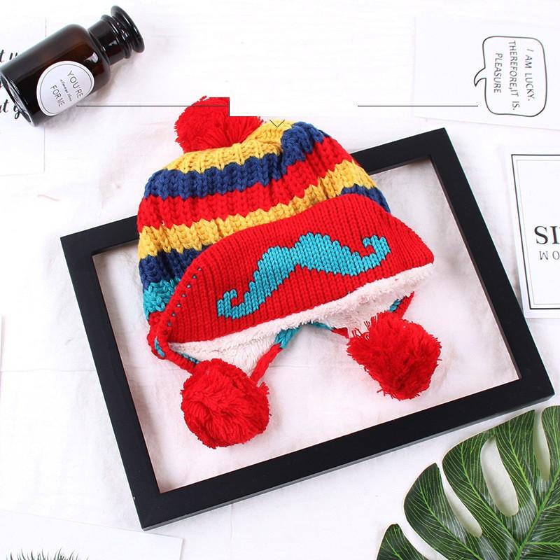 Зимняя шапка для девочки с помпоном красная