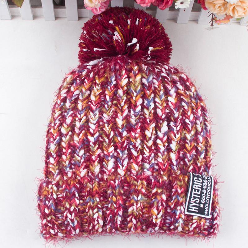Шерстяная женская зимняя шапка бордовая