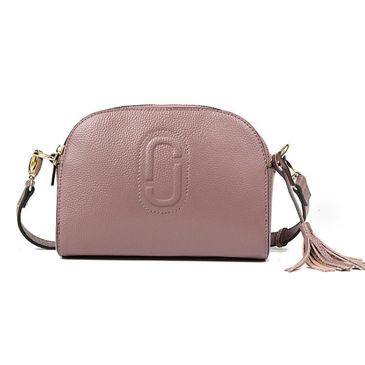 Маленькая кожаная сумка через плечо с кисточкой фиолетовая