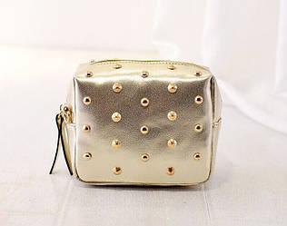 Женская сумочка маленькая золотая с заклепками опт