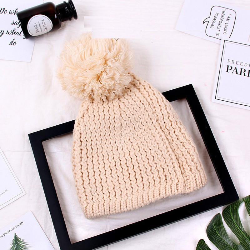 Женская шапка с большим помпоном зимняя бежевая опт
