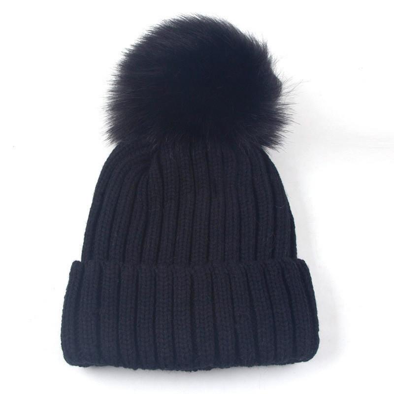 Женская зимняя шапка с большим помпоном однотонная черная опт