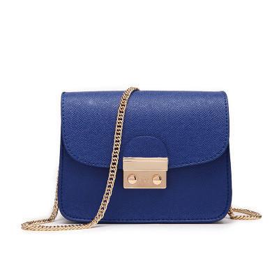 Маленькая сумочка на цепочке синяя