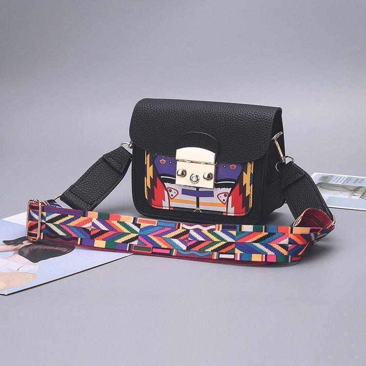 Женская маленькая черная сумочка с цветным плечевым ремешком опт