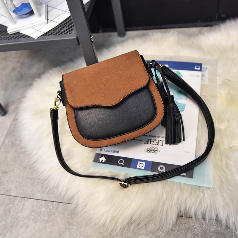 Женская сумочка маленькая коричневая с кисточками через плечо