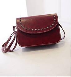 Женская маленькая сумочка с заклепками