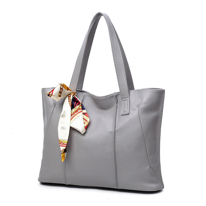 Женская сумка на молнии серая вместительная с длинными ручками и ленточкой