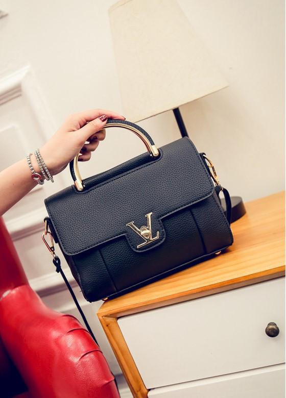 65570e1fef18 Женская сумочка маленькая черная через плечо купить по выгодной цене ...