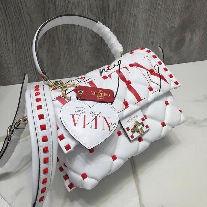 109c9b0708d8 Кожаная сумка Valentino Be my VLTN на ремешке: продажа, цена в Киеве ...