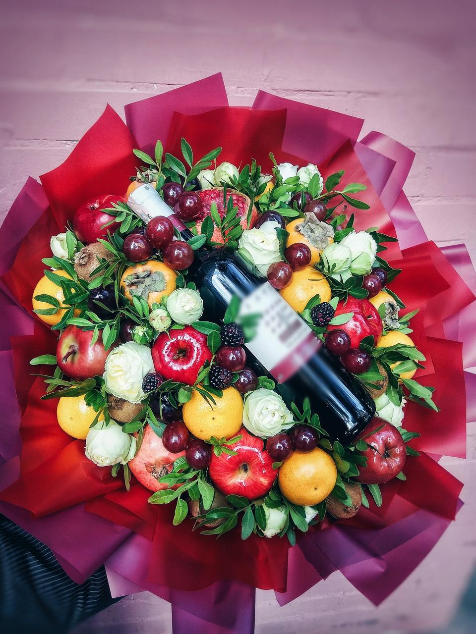 """Букет из фруктов и цветов """"Биг Бро"""""""