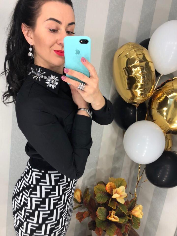 Женская чёрная коттоновая блузка со стразами