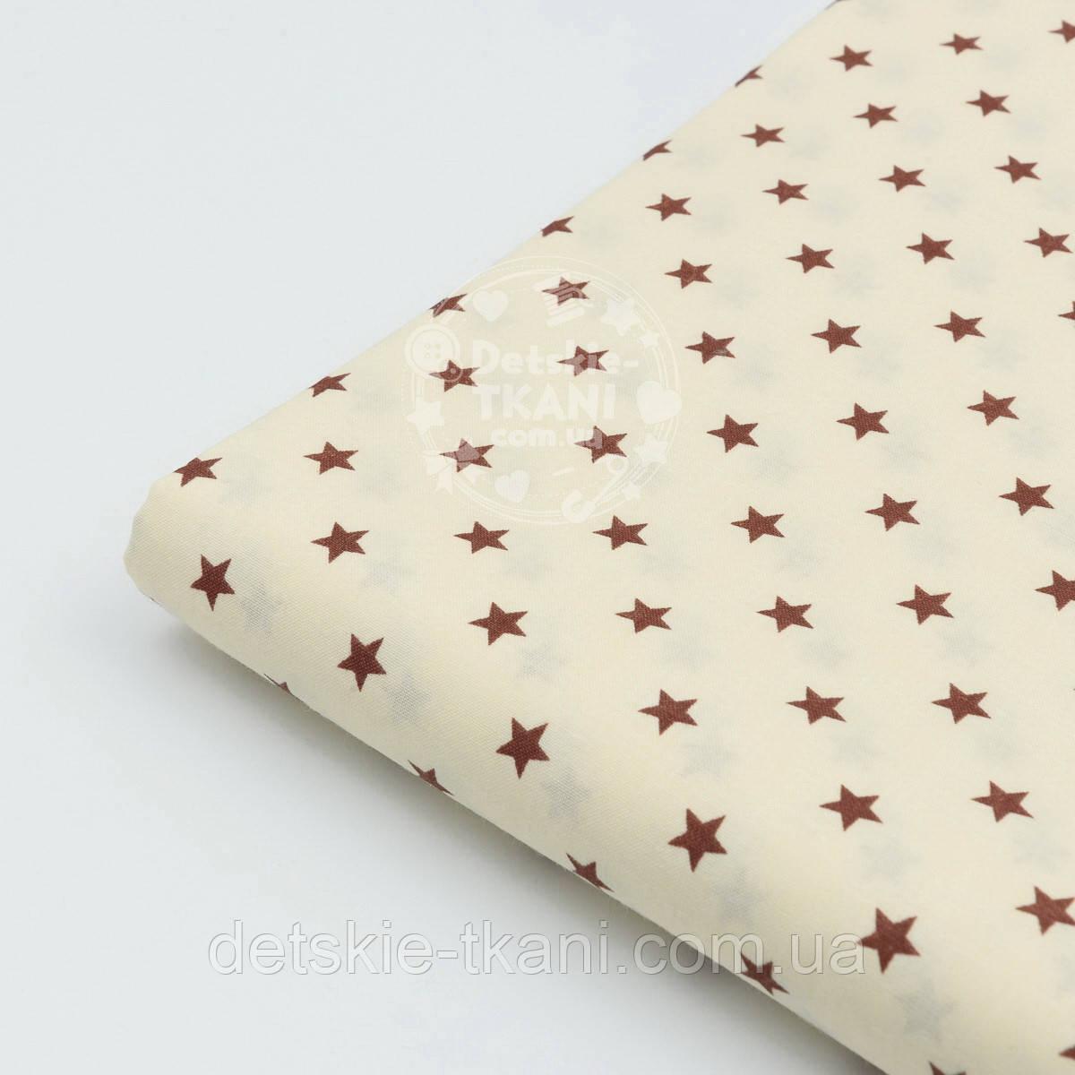 Лоскут ткани №167а с коричневыми звёздочками на кремовом фоне