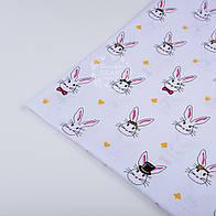 Лоскут ткани 1006 с кроликами в цилиндрах на белом фоне