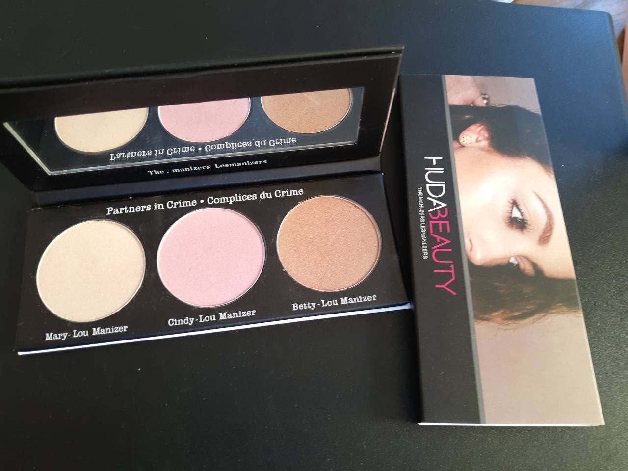 Палитра халайтеров Huda Beauty Highlighter Palette