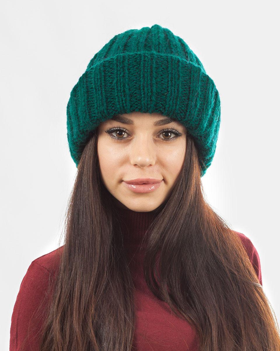 Вязаная шапка с отворотом зеленая