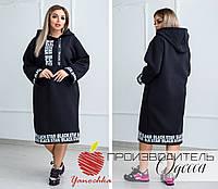 Практичное  черное платье с капюшоном и тесьмой