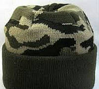 №5 - Зимняя вязаная шапка черный пиксель с подворотом, флисом на всю голову