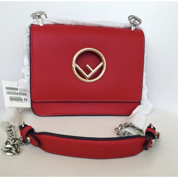 Красная стильная сумочка