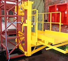 Строительный подъемник-подъёмники мачтовый секционный  г/п-1000 кг. с выкатным лотком. Высота подъёма, м 57, фото 2