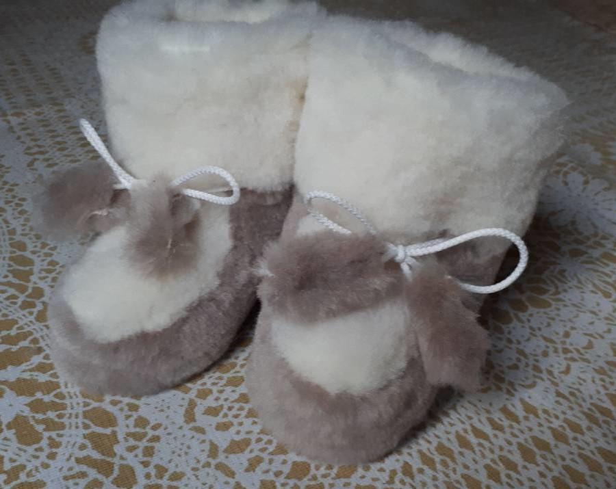 Детские домашние сапожки из натурального меха с бубонами