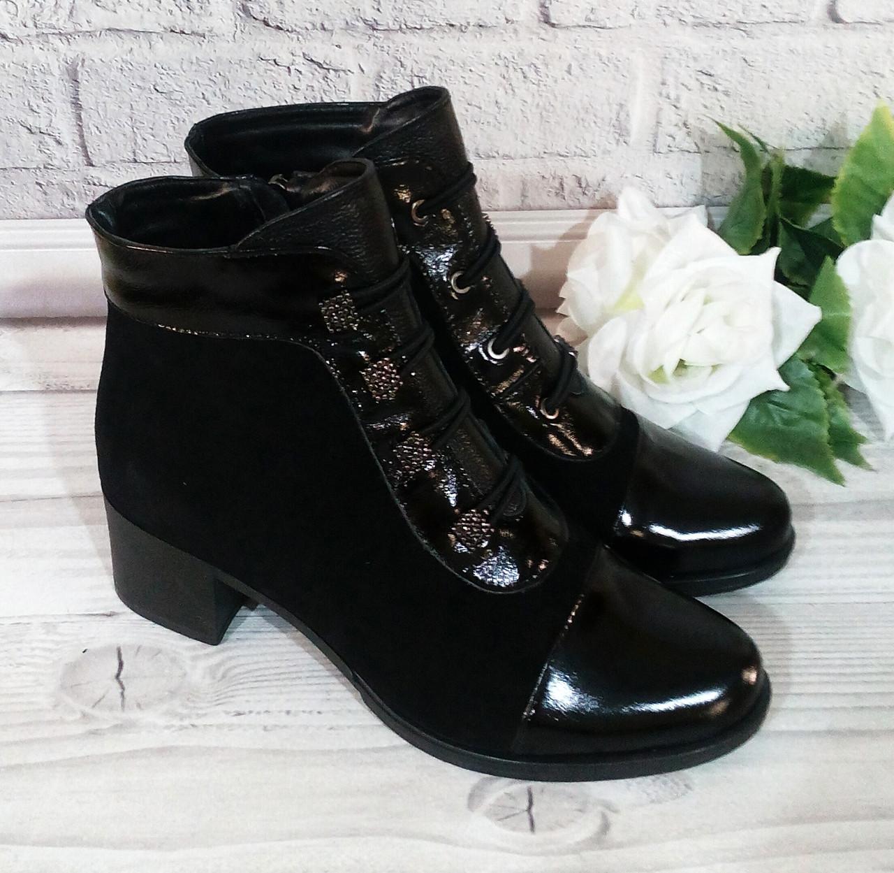 Жіночі замшеві черевики на широкому каблуці